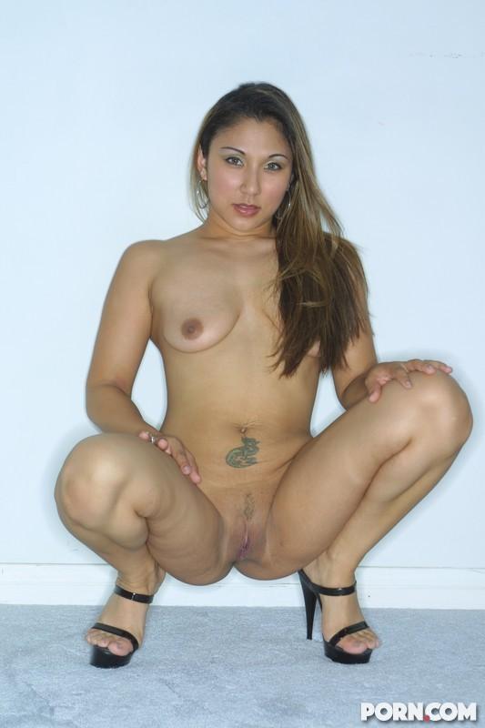 Азиатка выпила и согласилась трахнуться с негром