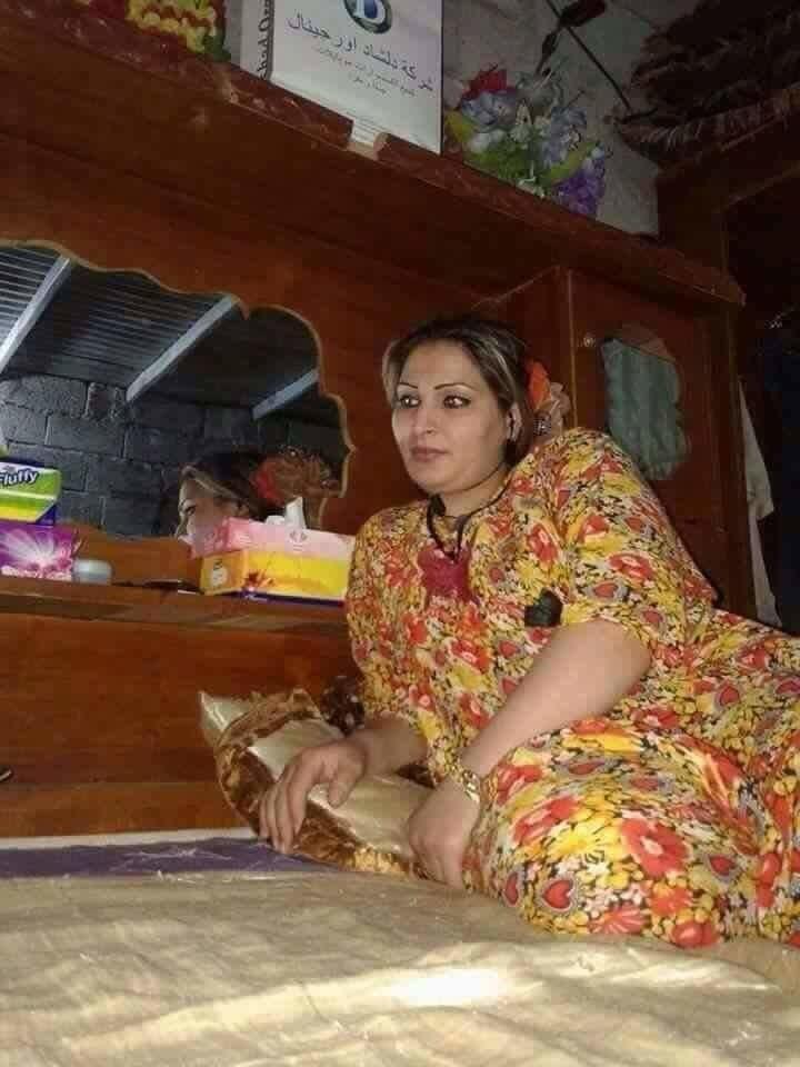 Приватные фото женщины из Ирака, на одном из них она ебется в жопу