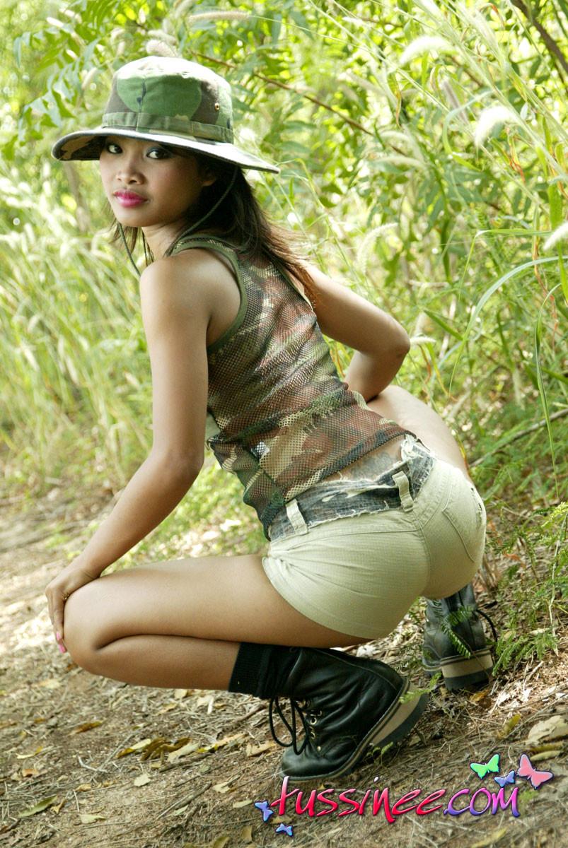 Тайская тинка в лесу снова ничего такого не показала