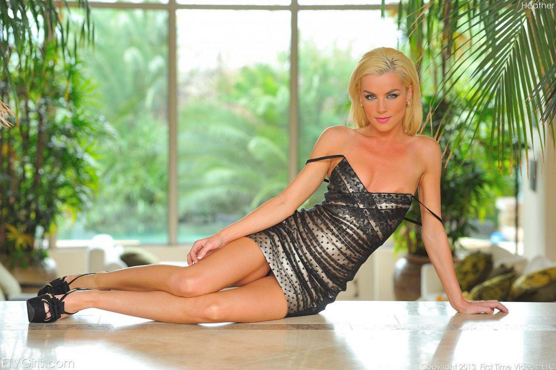 Блондинка Heather FTV настолько извращенка, что готова набивать свои дырочки едой