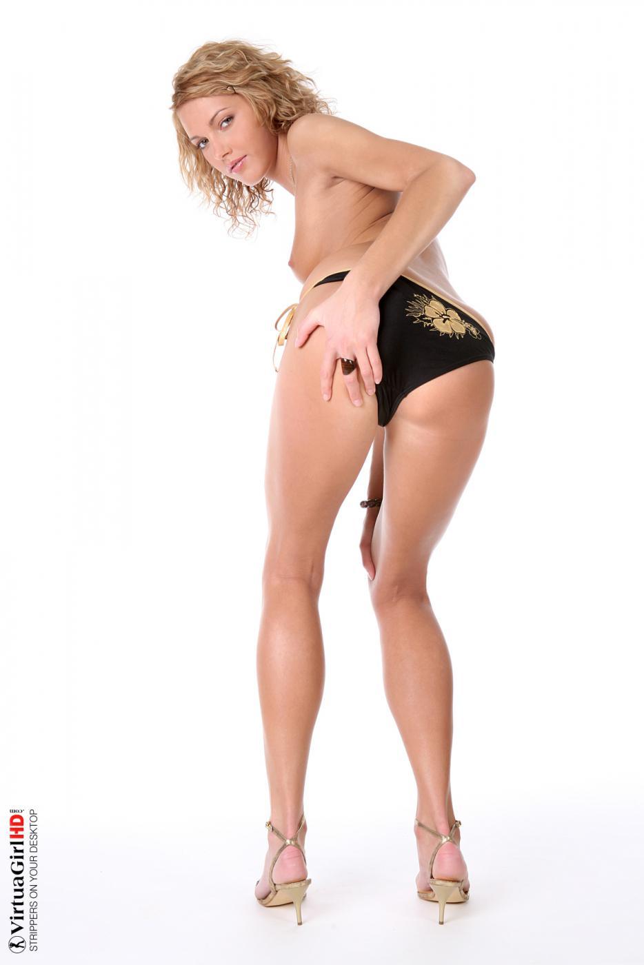 Блондинка Jody Nubiles сняла сексуальный наряд и позирует голой