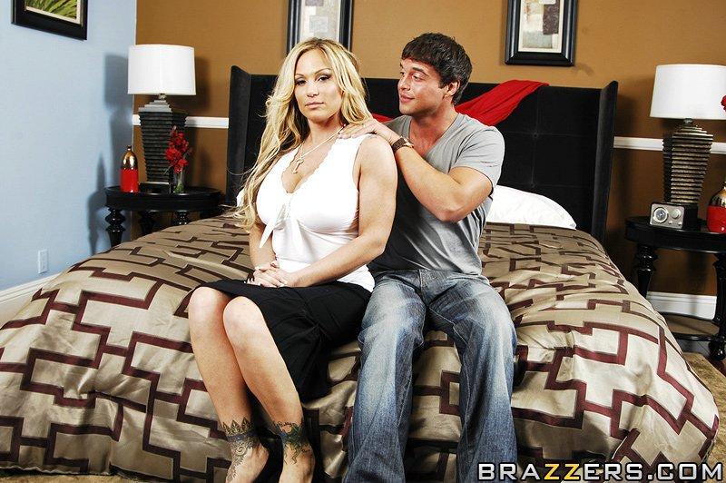 Две грудастые блондинки Tyler Faith и Tasha ебутся с двумя парнями