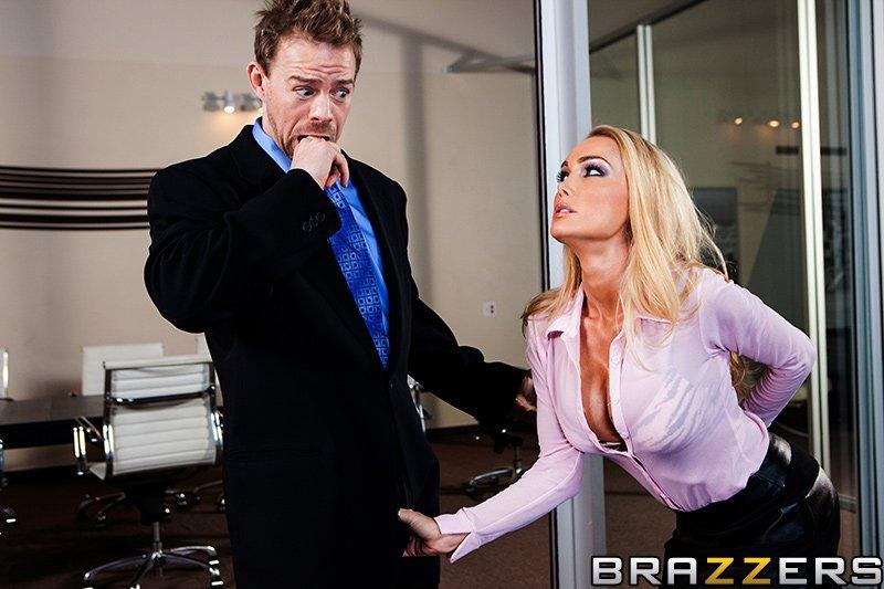 Сисястая блондинка Devon любит жесткий секс