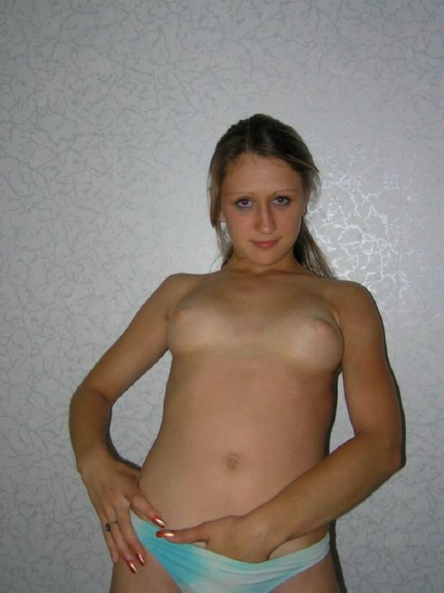18-летняя девушка показала свои сиськи