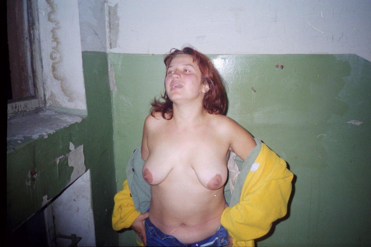 Грязные голые бомжихи и пьяные алкашки