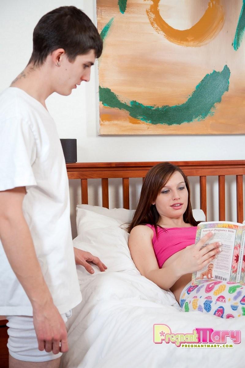 Трах с молодой беременной телкой