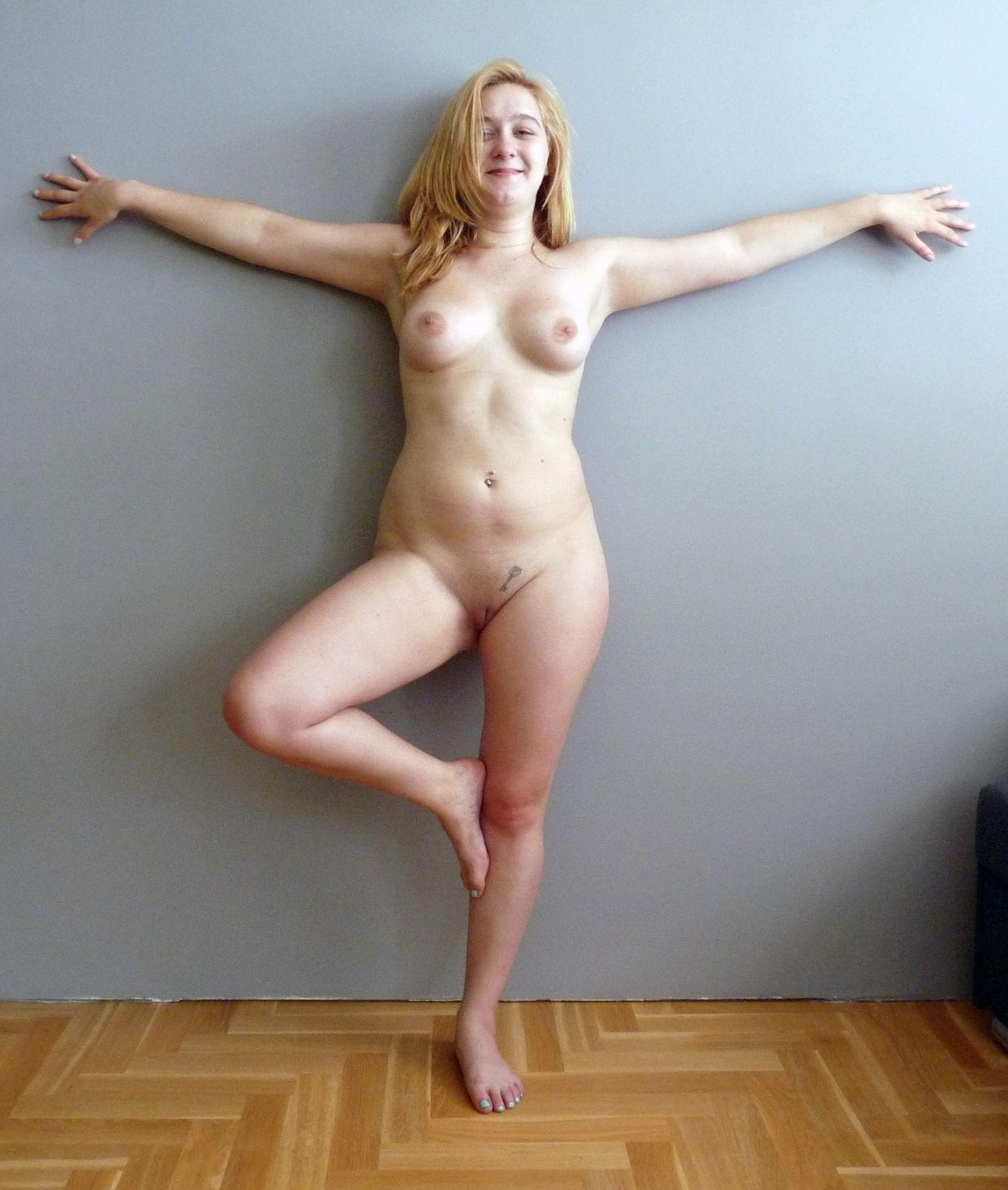 Полячка Джустина в первый раз фотографируется обнаженной