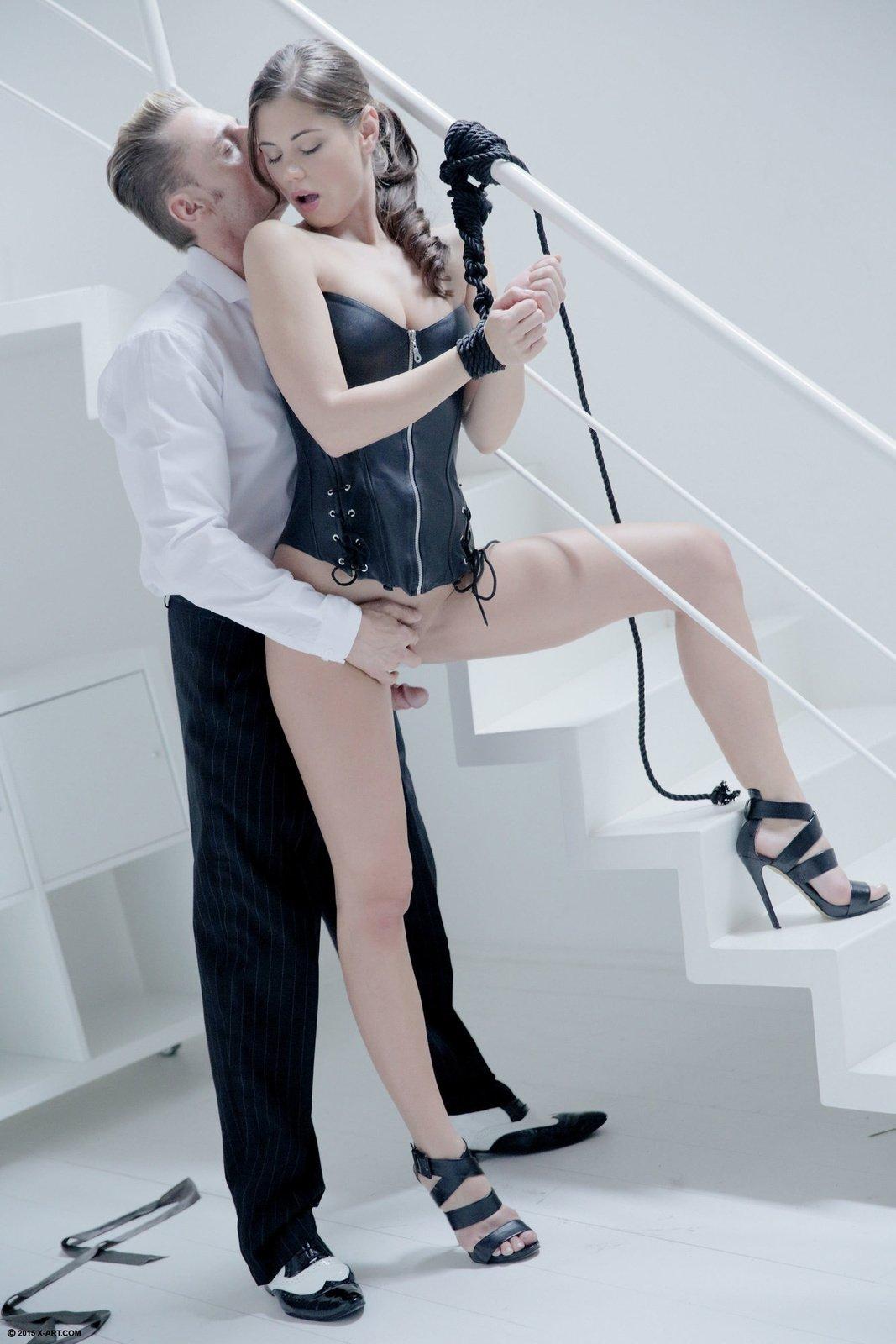 Эффектной и очень сексуальной подружке натыкал в ротик