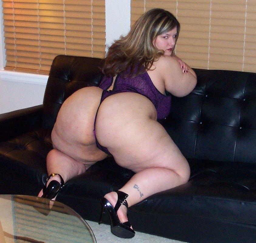 Женщины с большим удовольствием показывают свои большие задницы