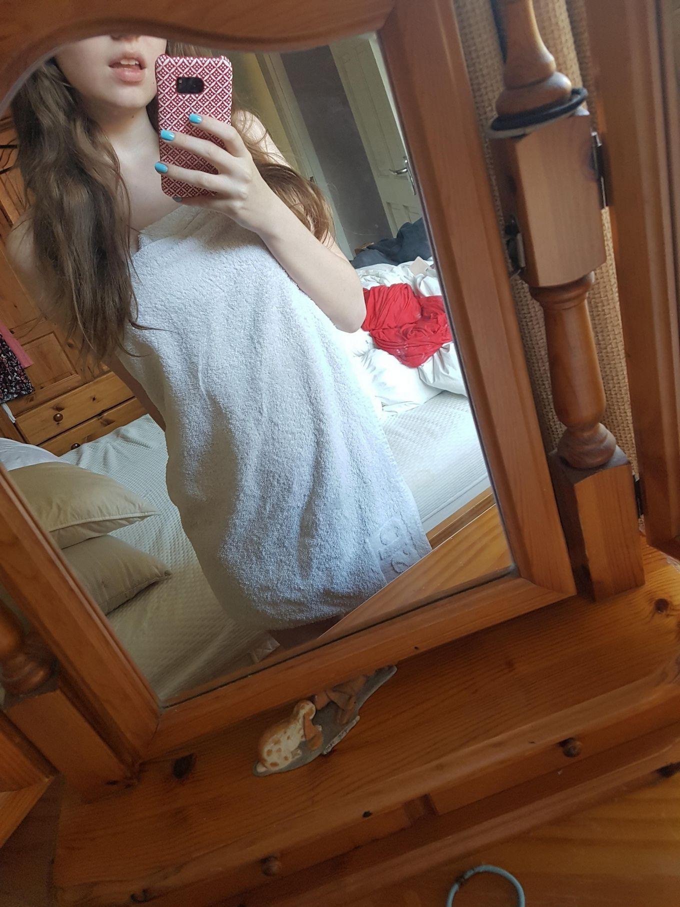 Эротические селфи стройной американки с натуральными сиськами 3 размера