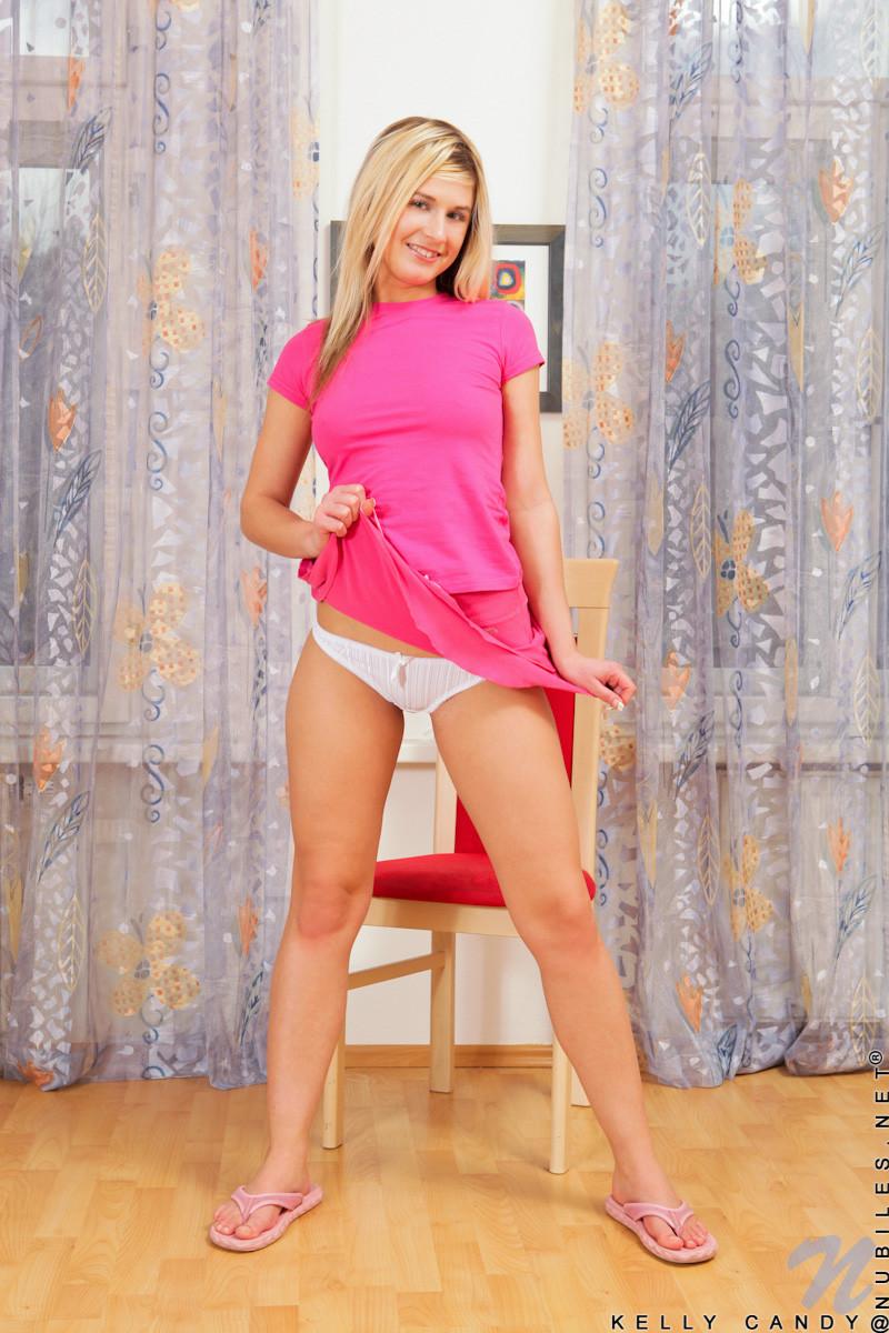 Великолепная блондинка Келли жаждет секса