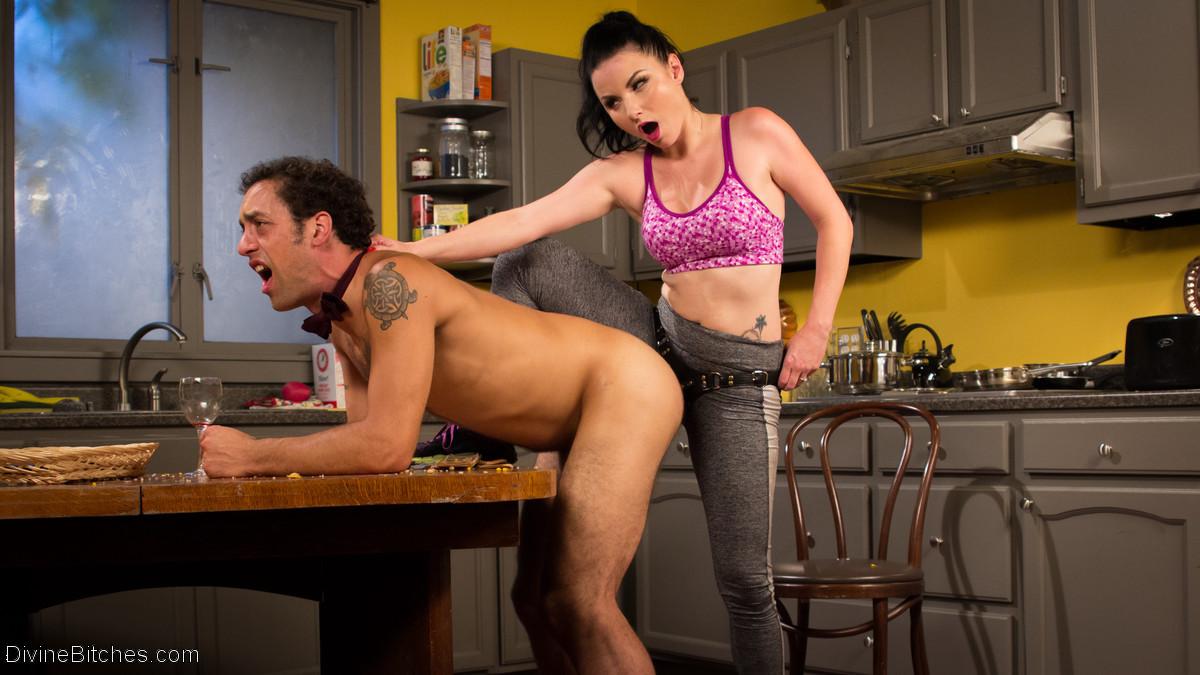 Верука Джеймс избивает и трахает в жопу своего мужа