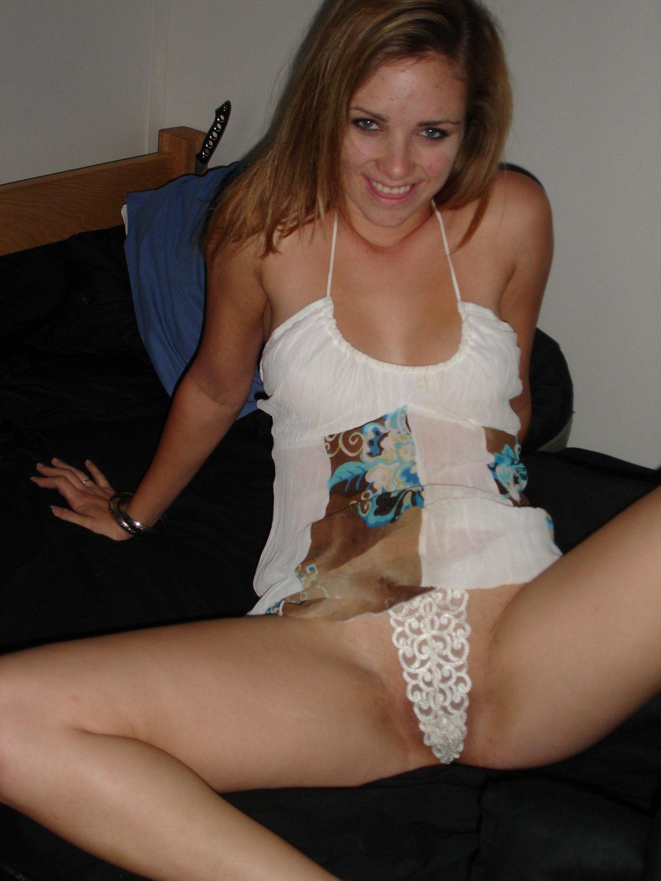 Девушки снимаются в домашнем порно, чтобы оставить на память особо пикантные снимки