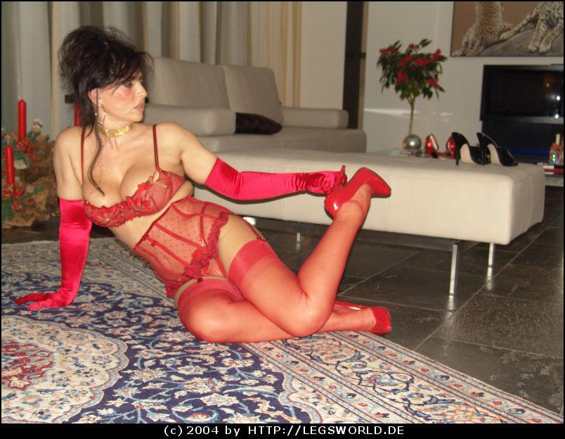 Изумительная зрелка Lady Barbara позирует в нижнем белье