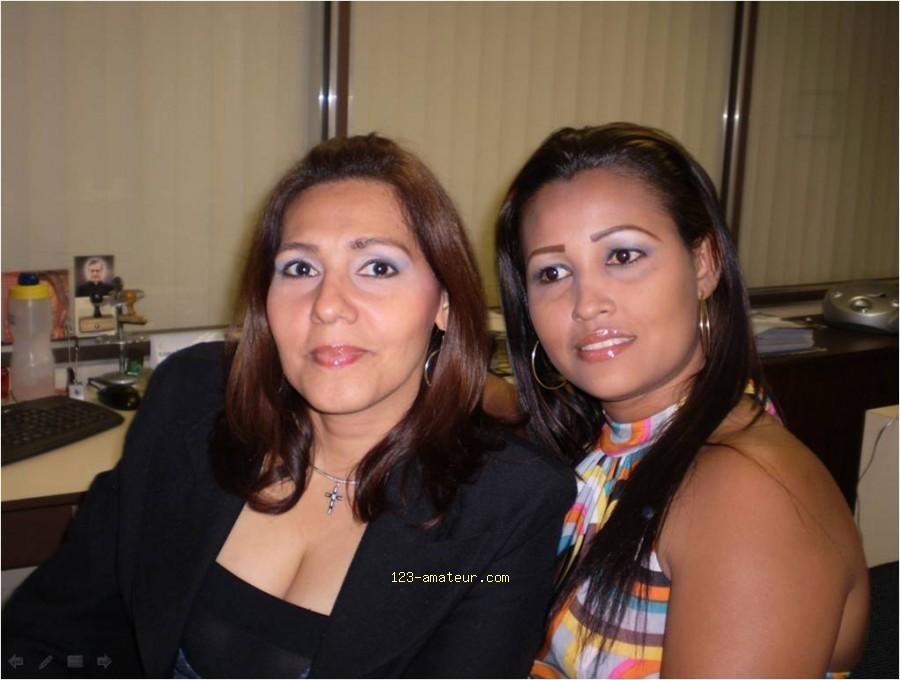 Красивая женщина из Панамы сосет член