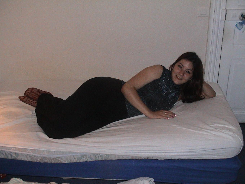 Сильвия показывает свои многочисленные эротические наряды, в которых она выглядит очень сексуально