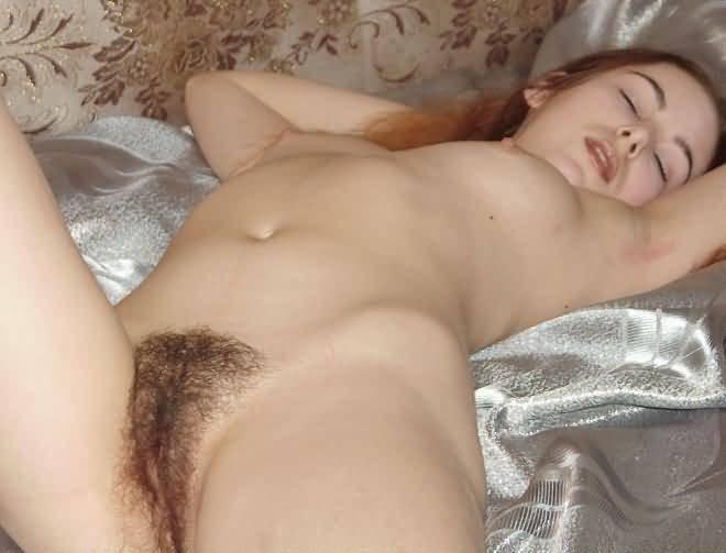У Лидии очень возбуждающая волосатая вагина