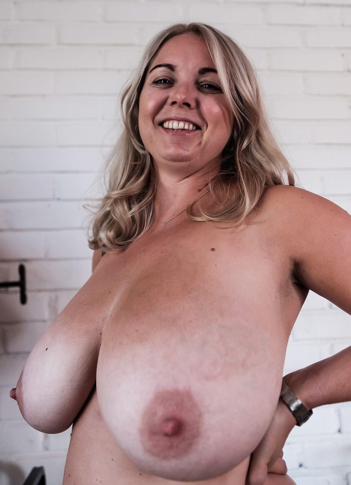Зрелая финка с большими грудями