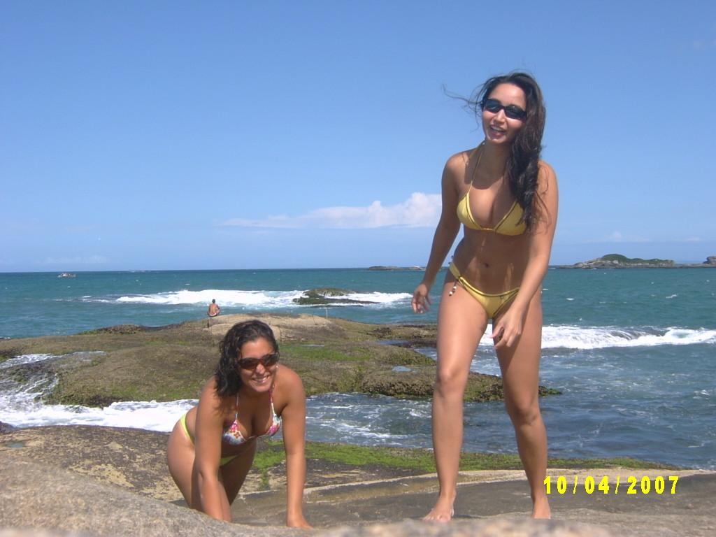 Бразильянки на пляже в бикини