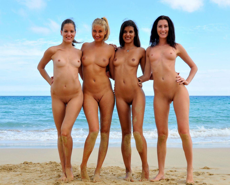 Четыре голые немки на пляже