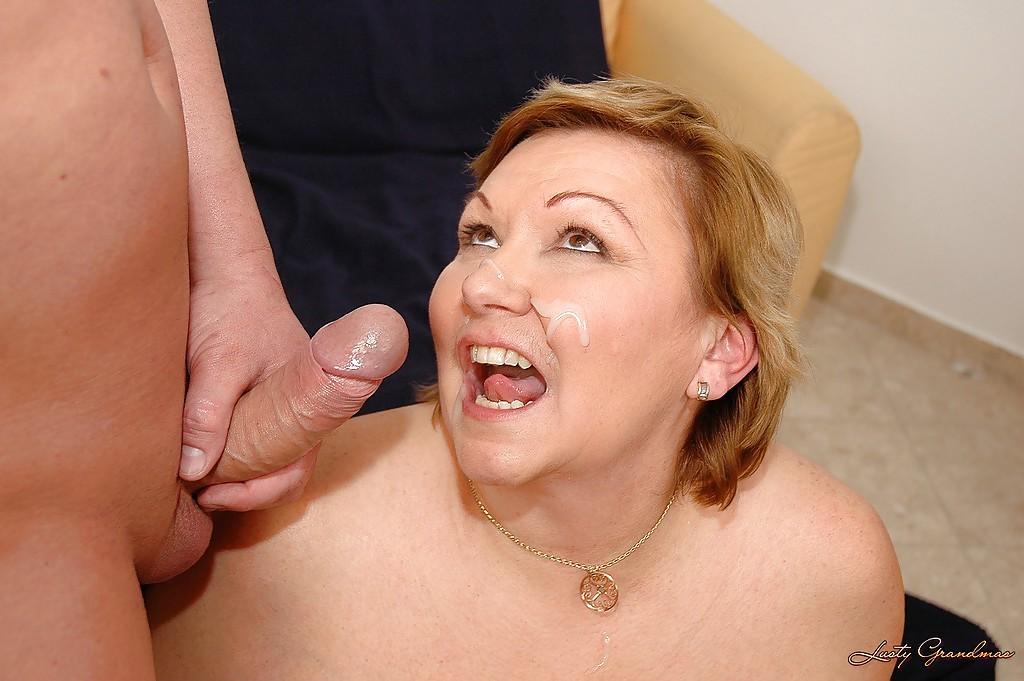 Зрелая толстуха соблазнила любовника на вагинальную порку