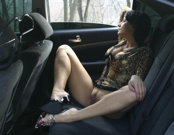 Озабоченные девки раздвигают ножки и показывают красивые пилотки