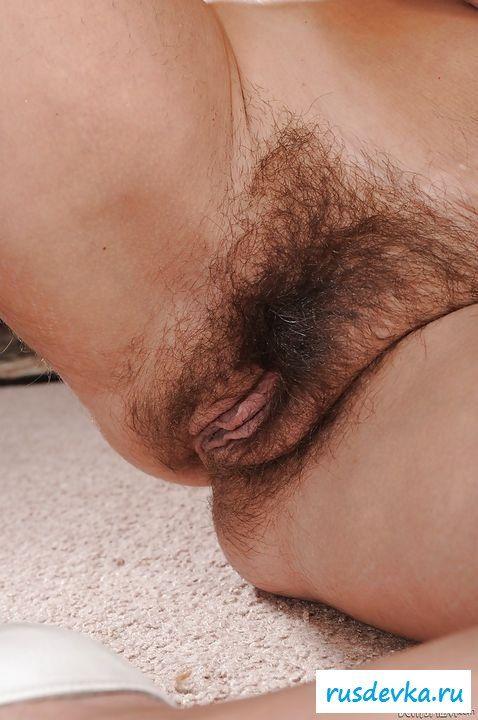 Старушка с огромной волосатой пиздой