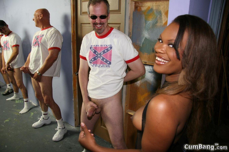 Белые парни показывают свою страсть ненасытной черной детке Megan Pryce