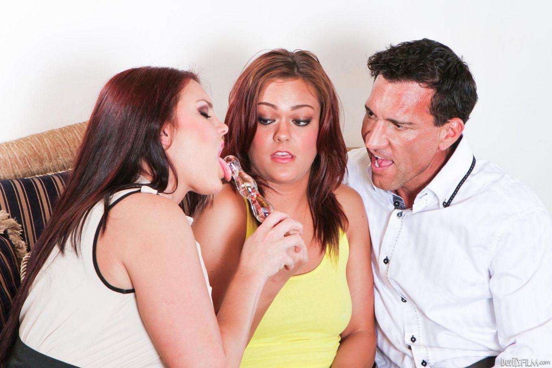 Mackenzee Pierce и Tammy Tyler принимают выстрелы спермы как в свои рты, так и в киски