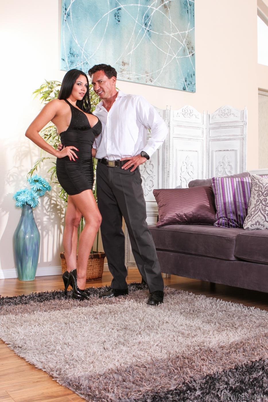 Милая девочка Missy Martinez готова отдаться мужу Carmen Callaway
