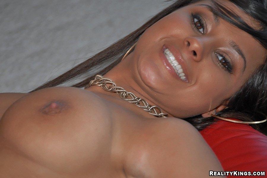 Развратная Samira Kiss трахается в киску, которую полизали