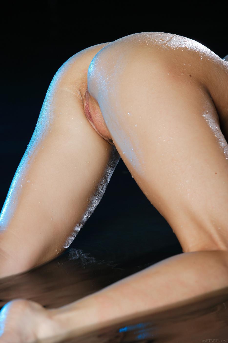 Сексуальная очаровательная малышка Milana G, знает как завести парня