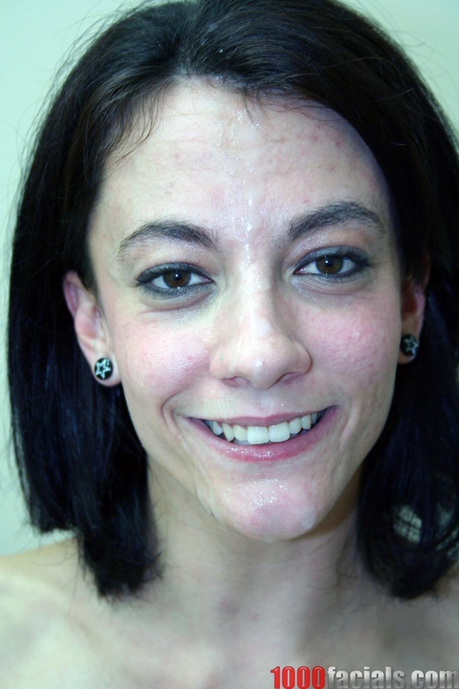 Худая брюнетка в нейлоновых чулках Marli Jane получает сперму на лицо после глубокого минета