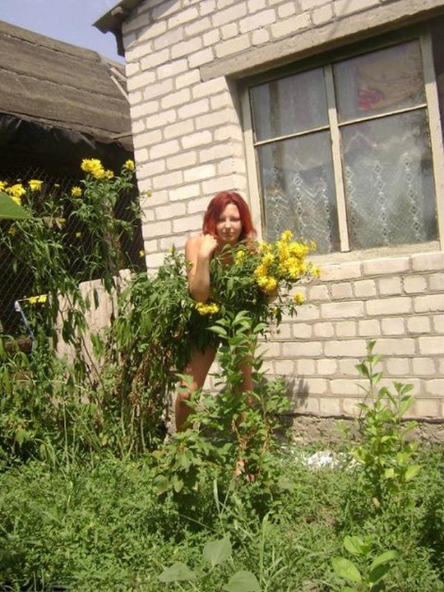 Эротика от рыжей девушки дома и на природе