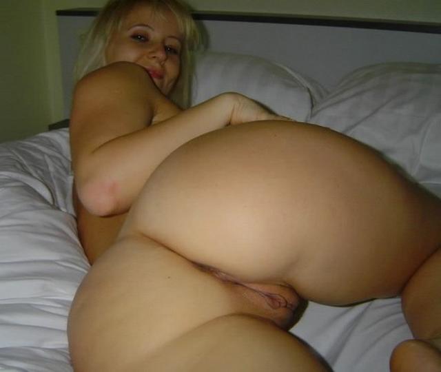 Скучающие цыпочки мастурбируют на своих кроватях