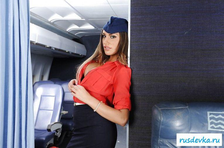 Фото голой стюардессы на борту самолета (17 шт)