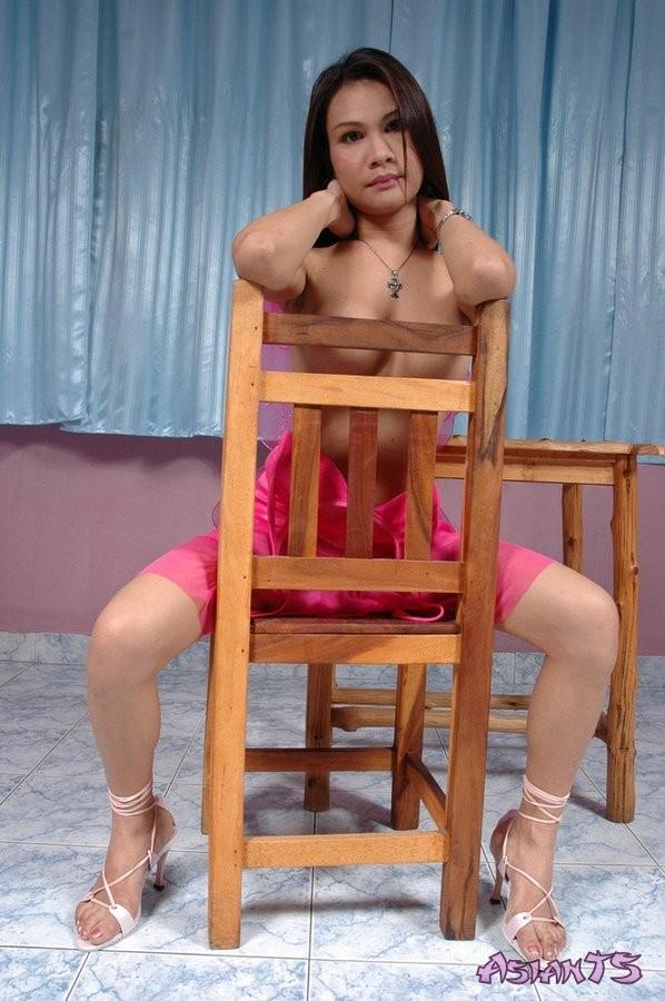 Красивый транссексуал по имени Маи